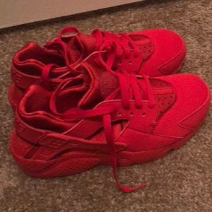 0b09398140e1b Nike Shoes - Brand new red Nike huaraches